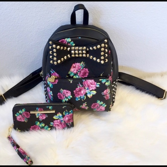 Betsey Johnson Handbags - 🎉💕NEW🎉Betsey Johnson Floral Backpack and Wallet